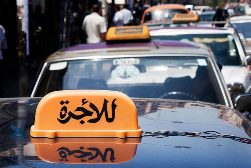 «تاكسي» المطار: أنت أو لا أحد!
