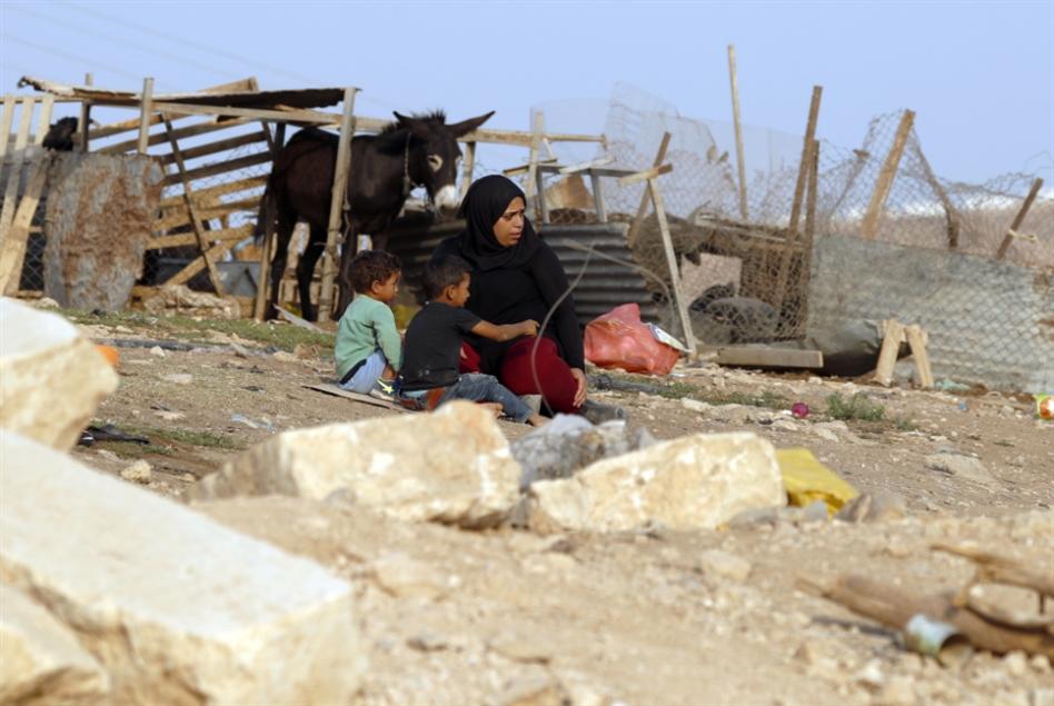 الاحتلال لسكّان «الخان»: اهدموا بيوتكم أو ادفعوا تكاليف هدمها