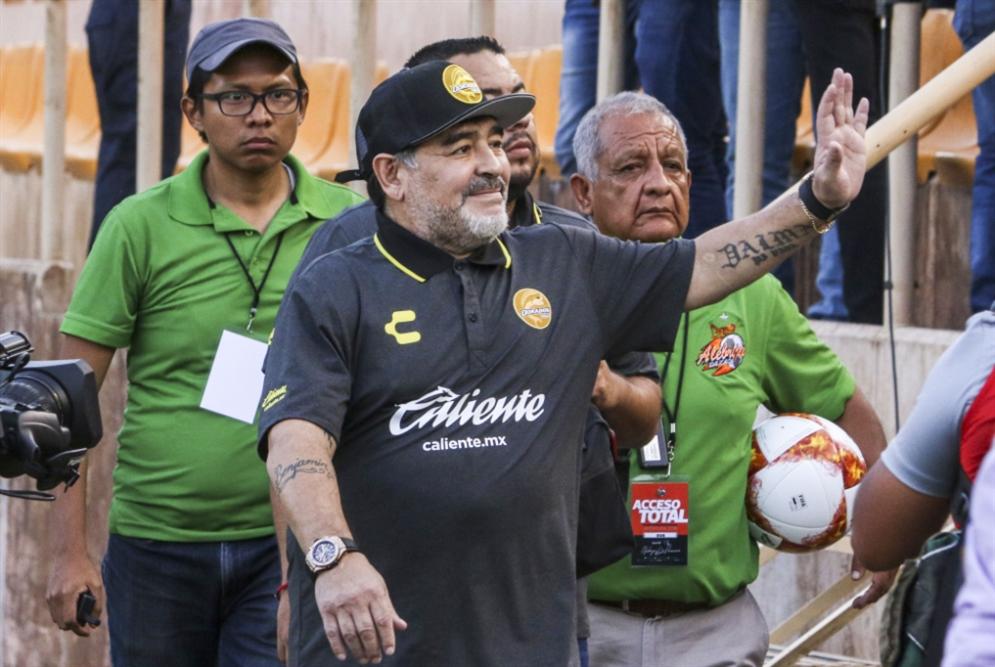 مارادونا في المكسيك: خسارة أولى وعمل إنساني
