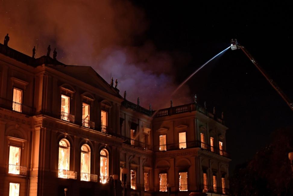 حريق المتحف الوطني يلتهم 20 مليون قطعة أثرية