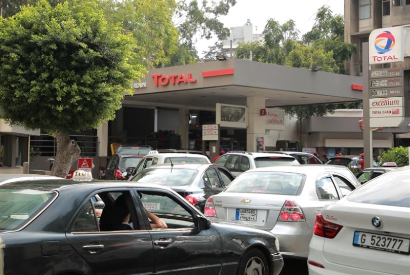 البنزين والخبز: سلطة المحتكرين تمارس الإذلال