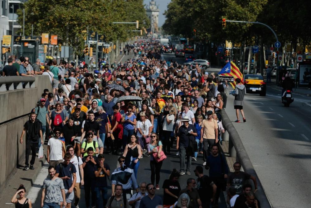برشلونة ينتقد أحكام السجن
