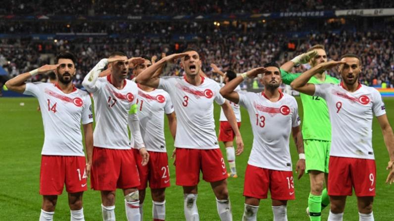 صورة غضب أوروبي من «تحية تركيا العسكرية»