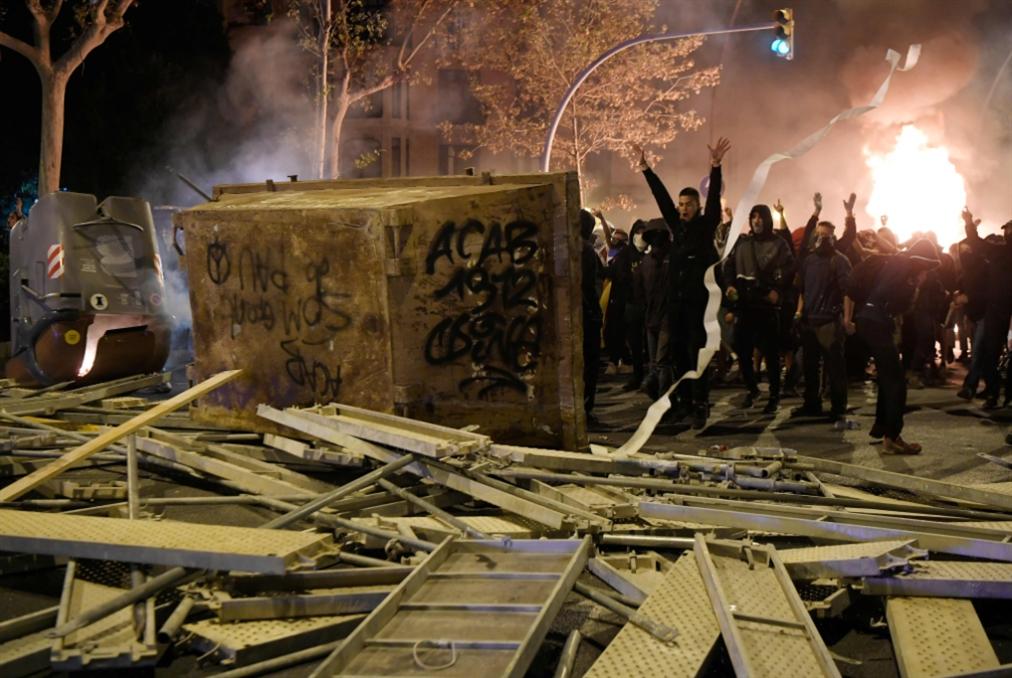 ليلة ثالثة من العنف في كاتالونيا