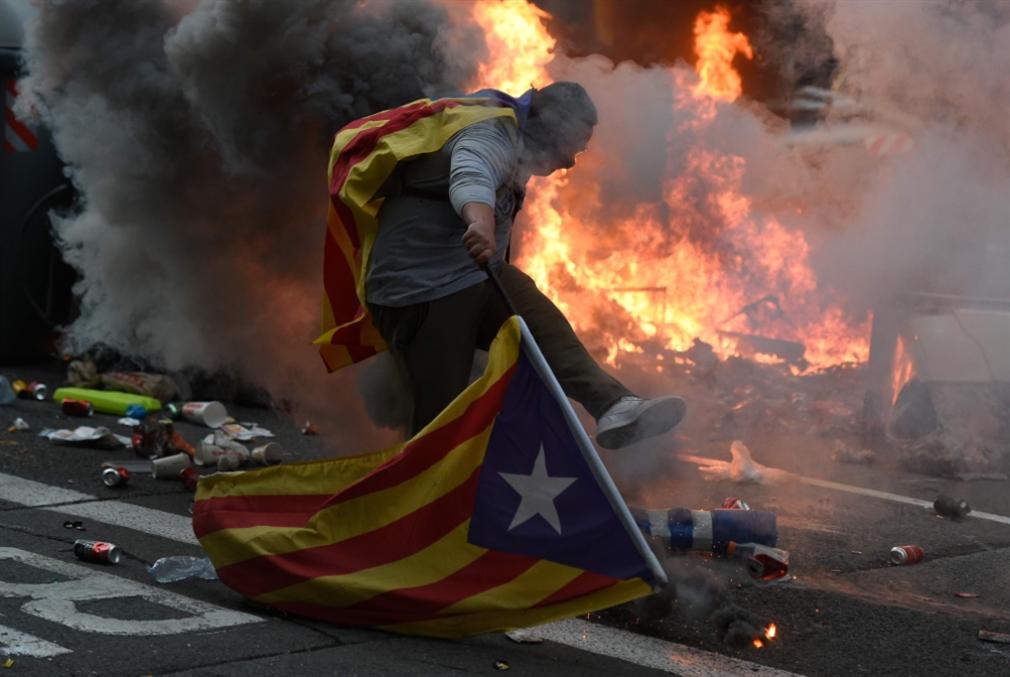 الكاتالونيون يواصلون الاحتجاج: هل تُعيد مدريد فرض «الطوارئ»؟