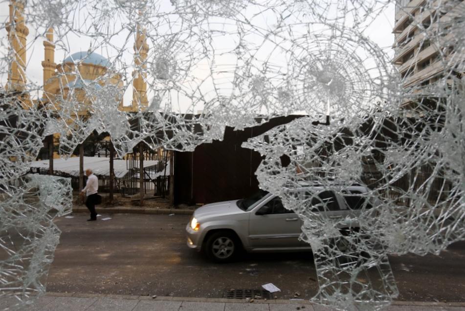 أمام مصرف لبنان: حرامي حرامي... رياض سلامة حرامي