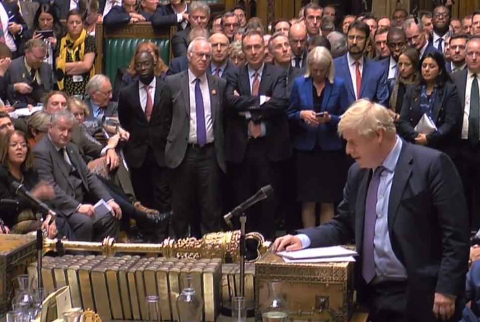 جونسون يعلن تعليق النظر في اتفاق «بريكست»