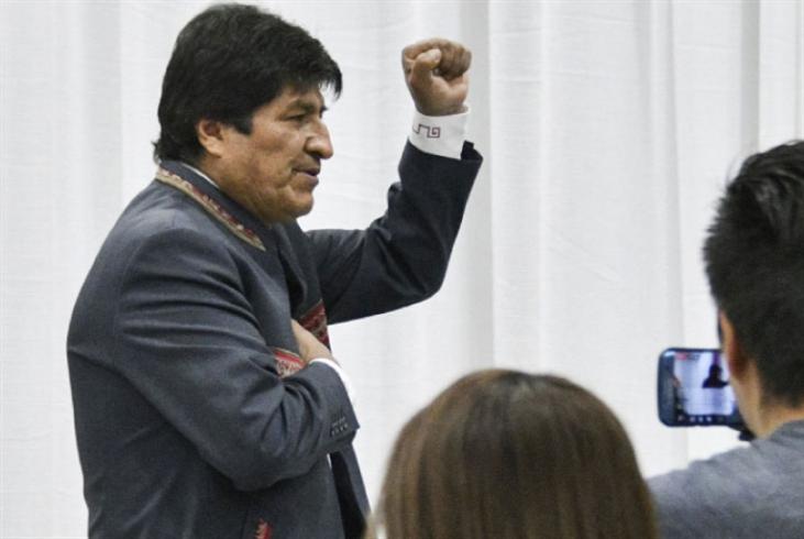 موراليس يعلن فوزه: دعوات بالجملة إلى دورة ثانية
