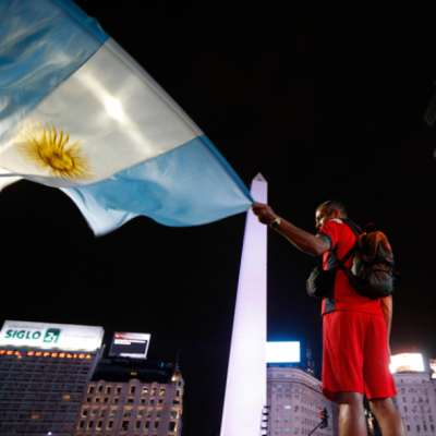 اليسار الأرجنتيني ينتصر: وداعاً زمنَ البؤس