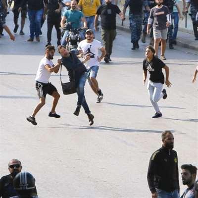 الحكومة: الحريري يفاوض بالشارع