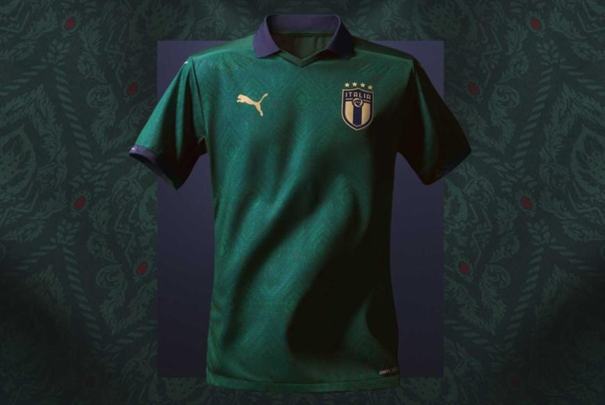 قميص أخضر للمنتخب الإيطالي