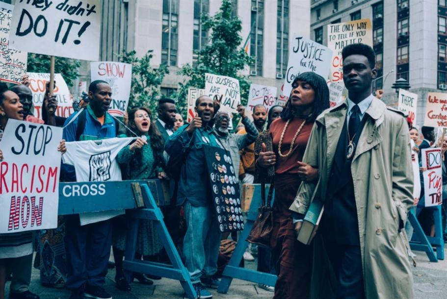 مسلسل على «نتفليكس» يعرّي النظام القضائي: الويل لمَن «يغتصب» أميركا البيضاء