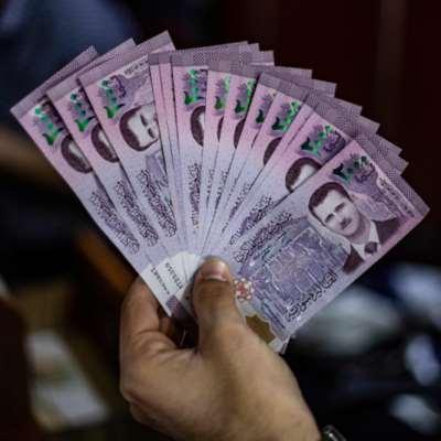 الدولار يلامس حدود 700 ليرة سورية