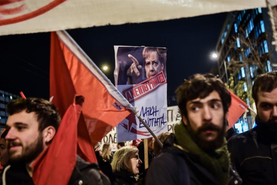 الشارع غاضب والساسة يريدون التعويض: ميركل في اليونان بعد سنوات القطيعة