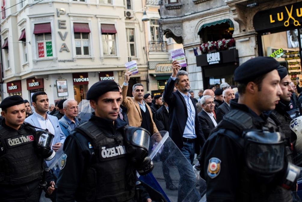 تركيا: إقالة 4 رؤساء بلديّات في حملة ضد «الشعوب الديموقراطي»