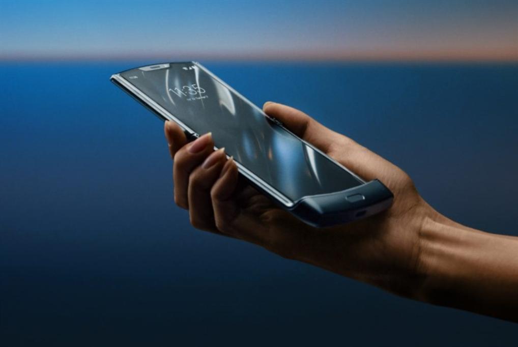 رسمياً: عودة هاتف موتورولا «رايزر» القابل للطيّ