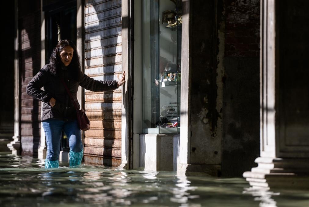 بالصوّر: حالة الطوارئ في البندقيّة... المياه تُغرق 80% من المدينة!