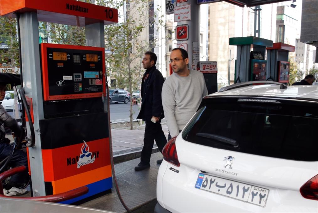 إيران ترفع أسعار البنزين وتقنّن دعمه