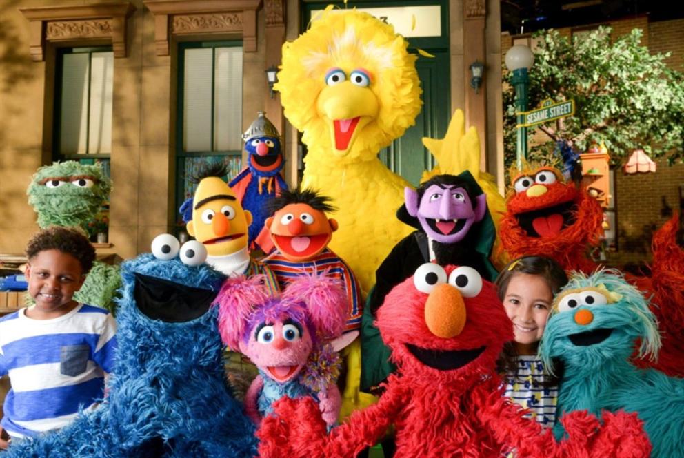50 عاماً من «شارع سمسم»: تجربة رائدة  «علّمت» الأطفال وغـيّرت التلفزيون