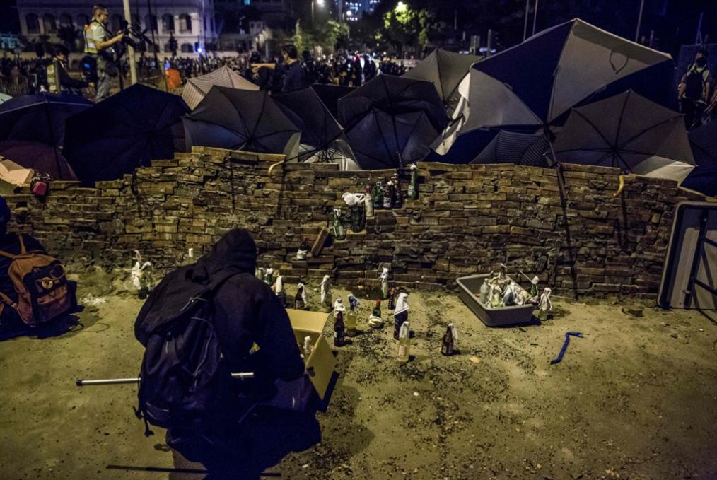 هونغ كونغ مهدّدة بـ«الانهيار»: العنف ثم العنف