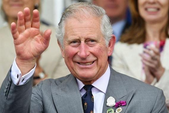 الأمير تشارلز... مصمّم أزياء