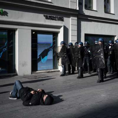تظاهرات هادئة لـ«السترات الصفر» غداة صدامات في باريس