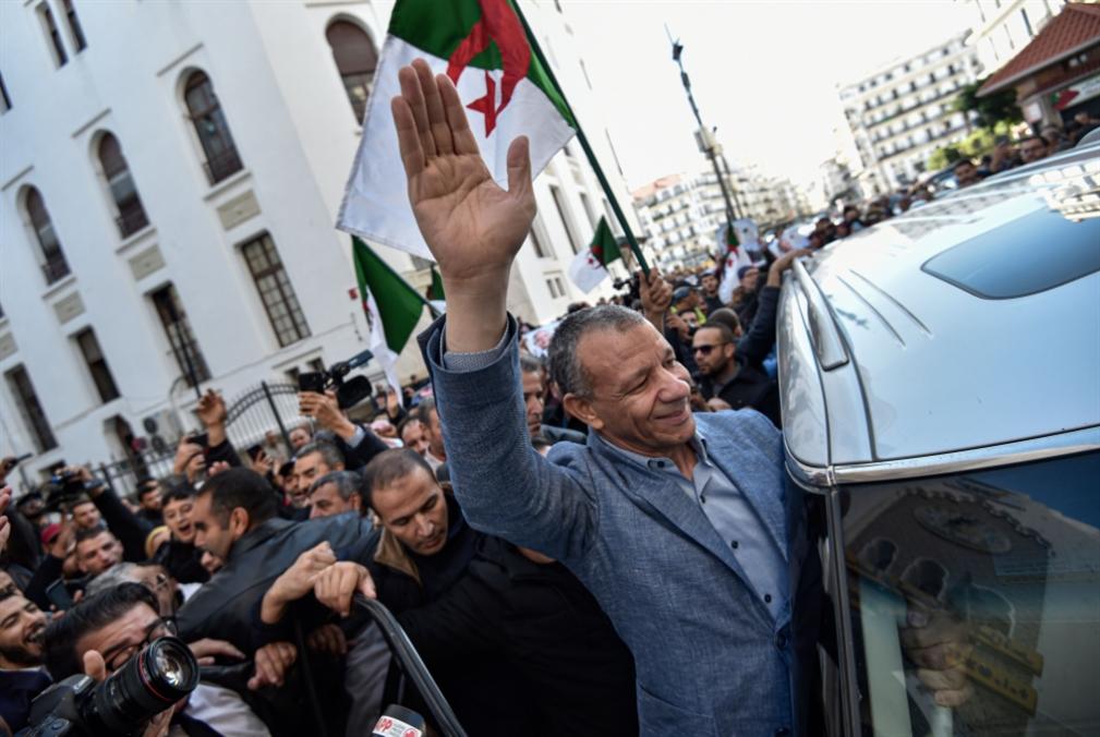 الجزائر عشيّة الرئاسيّات: توتر بين شارعين