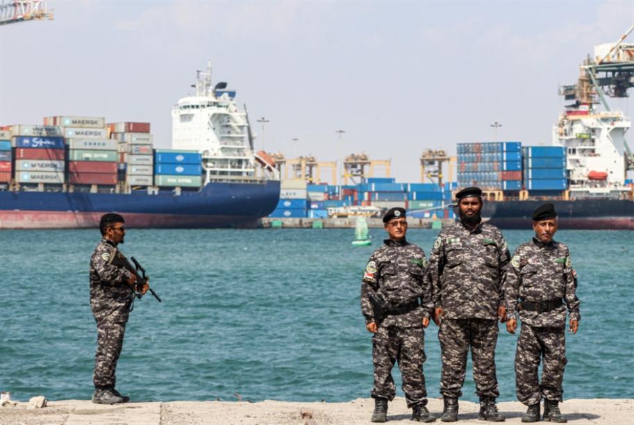 الجيش اليمني يحتجز سفينتين قبالة الحديدة