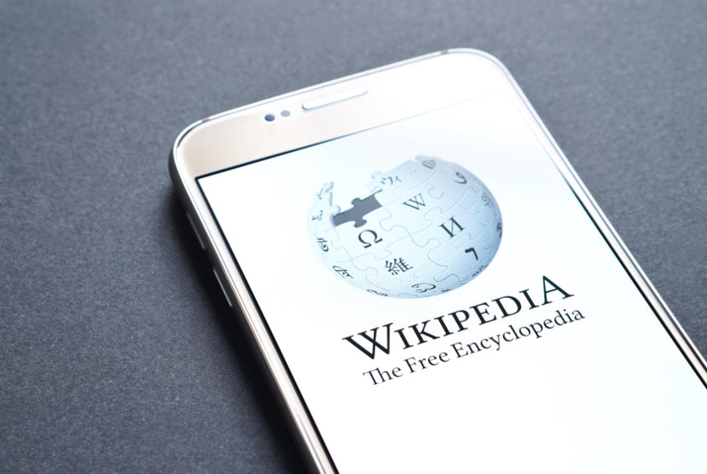بهدف منافسة «فايسبوك» و«تويتر»... أحد مؤسّسي «ويكيبيديا» يُطلق شبكة اجتماعية جديدة