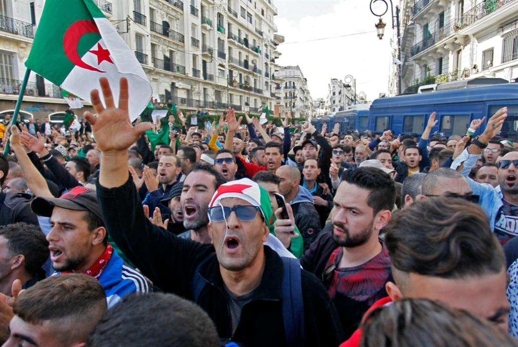 ذكرى الثورة الجزائرية تُجدّد الحراك: إصرارٌ على رفض الانتخابات