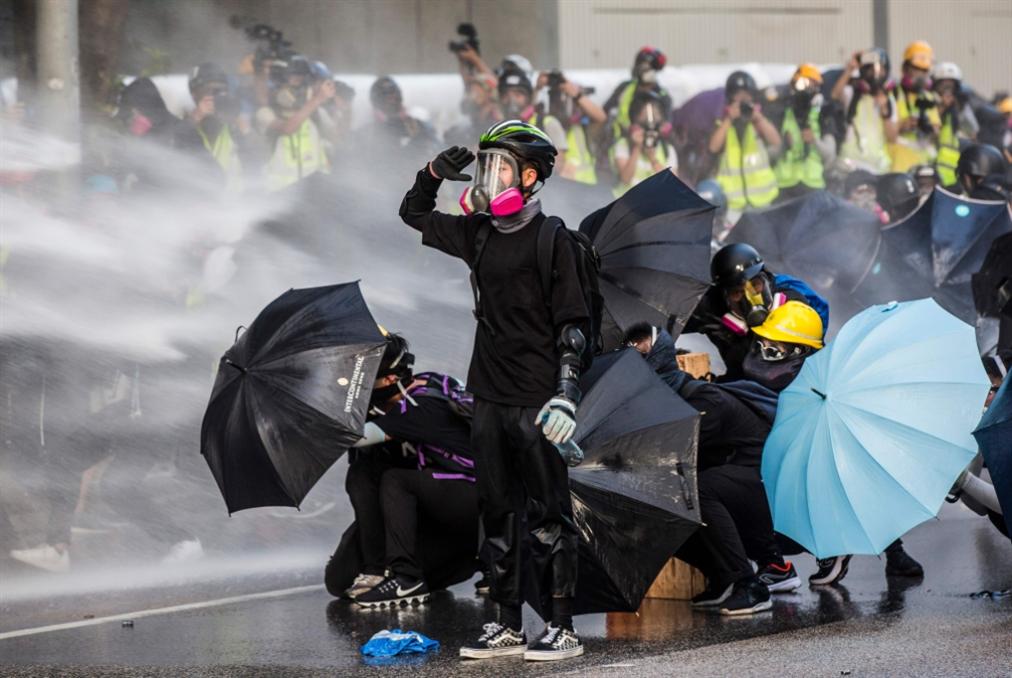 فوز مناهضي الصين في الانتخابات المحلية: هونغ كونغ أمام تأزّم جديد