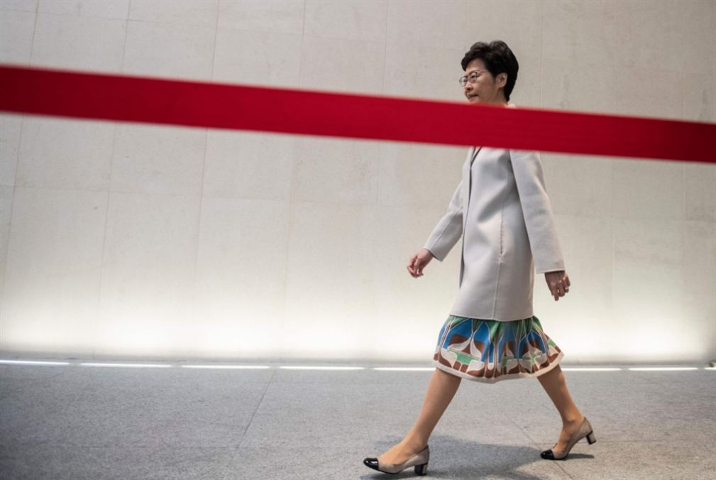 حاكمة هونغ كونغ تعترف بالهزيمة: «سوء تقدير» في إدارة الأزمة
