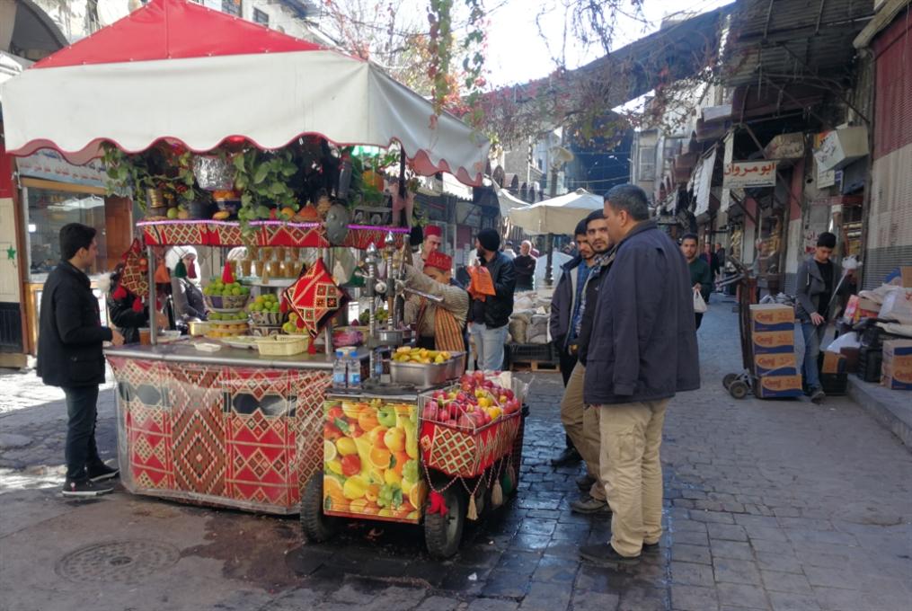 «عربات الدفء اللذيذ» في شوارع دمشق