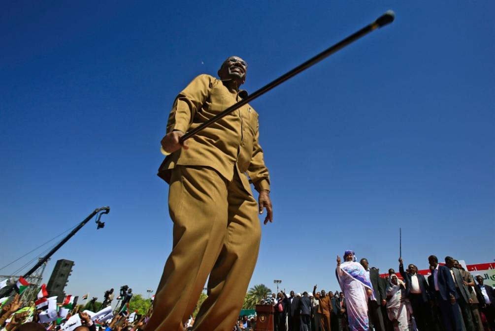البشير يتحدى الشعب: «الحكومة لن تغيّر بالتظاهرات»