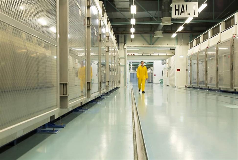 إيران تسحب اعتماد مفتشة وكالة الطاقة الذرية... أميركا والاتّحاد الأوروبي يعلّقان