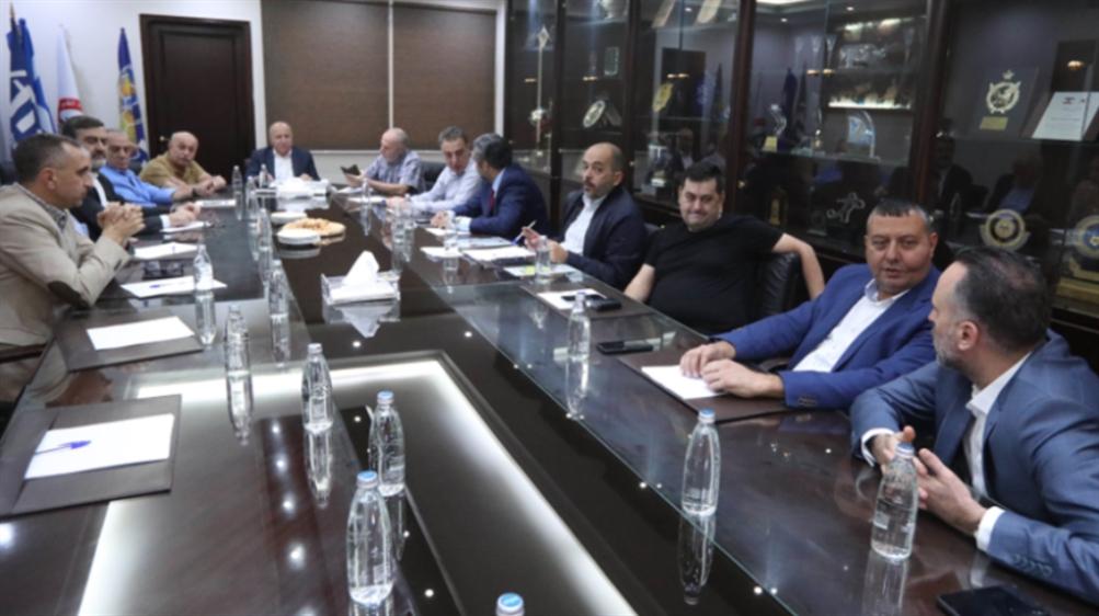 صورة اجتماع بين الاتحاد والأندية: لا إلغاء للدوري والأولويّة الآن للـمنتخب