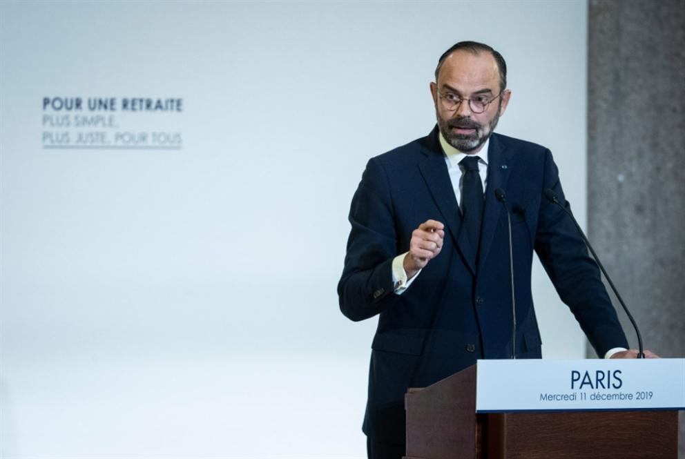 الحكومة الفرنسية تتنازل تحت ضغط الشارع