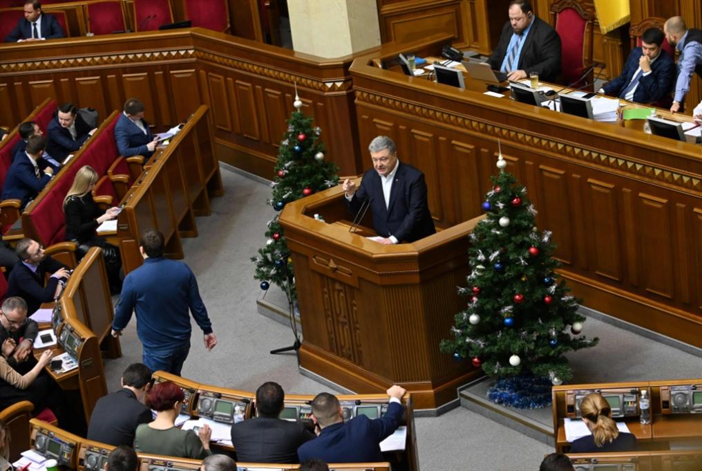 بعد قمة باريس... كييف تمدّد الحكم الذاتي للشرق الأوكراني