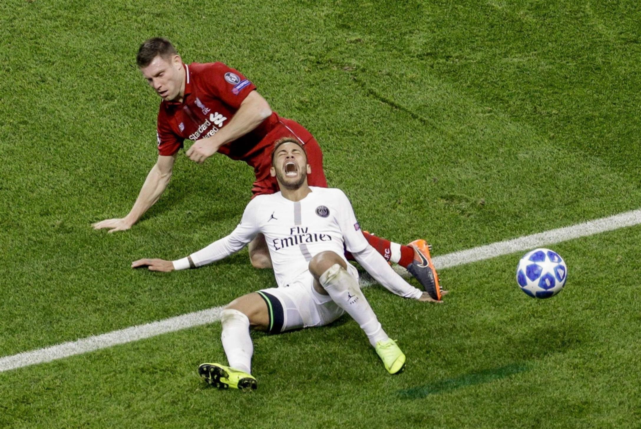 حديث كرة القدم: نيمار الـ«كراكوز»، صيد آرسنال «الثمين»، وميسي ليس الأفضل في عينيّ رونالدينيو