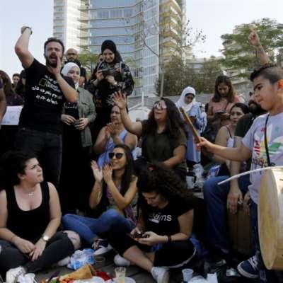 فنانون يغزون مصارف بيروت بأناشيدهم:  غناؤنا الذي   يجسّد الصراع