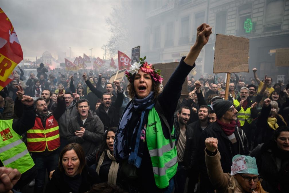 فرنسا | التظاهرات لا تهزّ الحكومة: تصميم على التقشّف