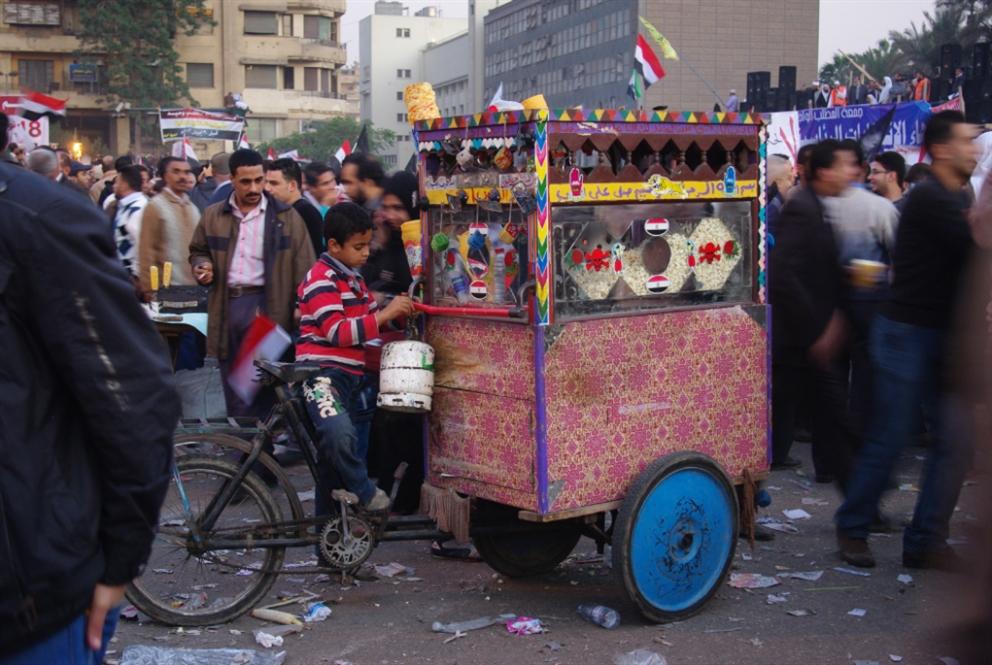 تفكيك فعل «العطاء» في مصر الثورة | أميرة ميتماير: تكافل الجماهير يبتلع العدالة الإجتماعية