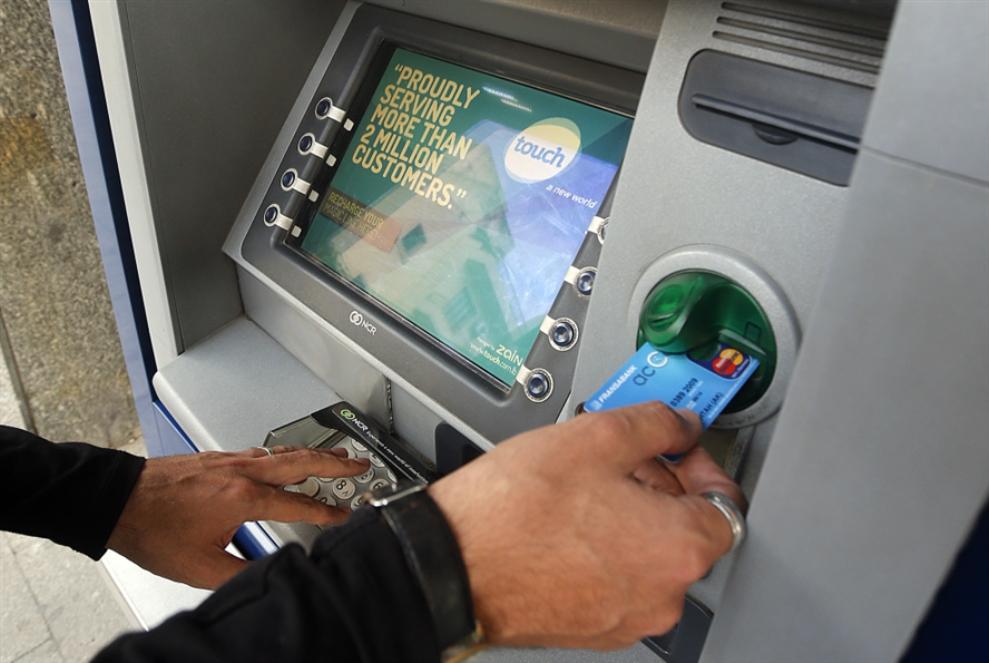 هل يودّع اللبنانيون بطاقات الائتمان؟
