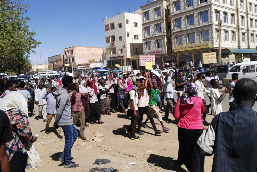 احتدام جدل قتل المحتجين: البشير يتملص... ويحاصر الإعلام