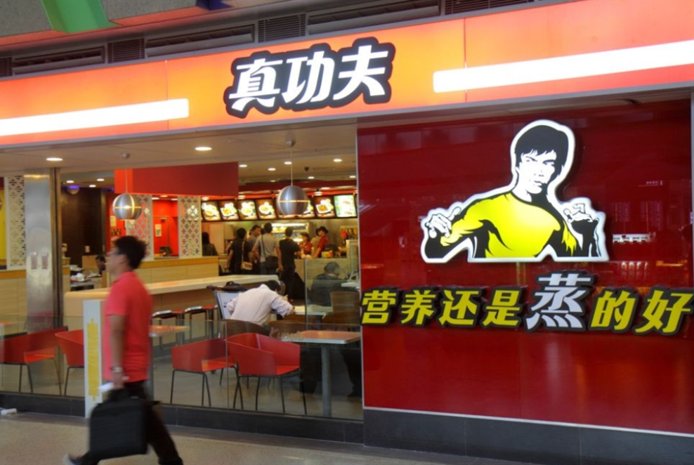 إبنة بروس لي تقاضي مطعماً صينياً