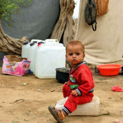 مربُّو كلاب الموظّفين الأمميّين أوْلى من الجِياع: مغارة العمل الإنساني في اليمن