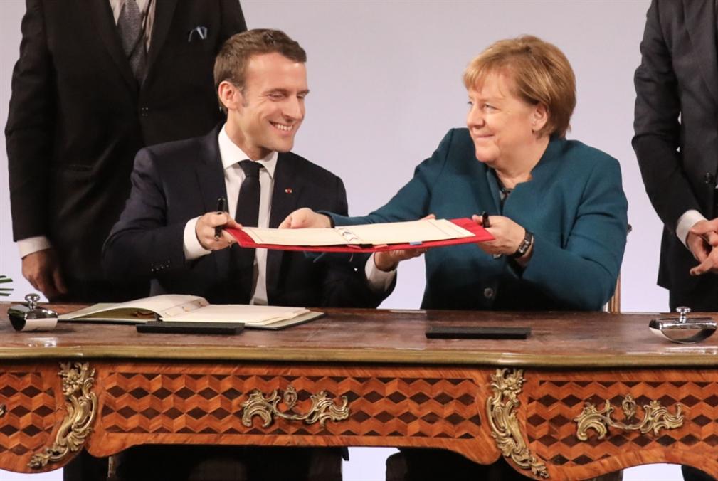 تغطية الضعف بوجه القوميين: ماكرون وميركل يتطلّعان إلى «جيش أوروبي»