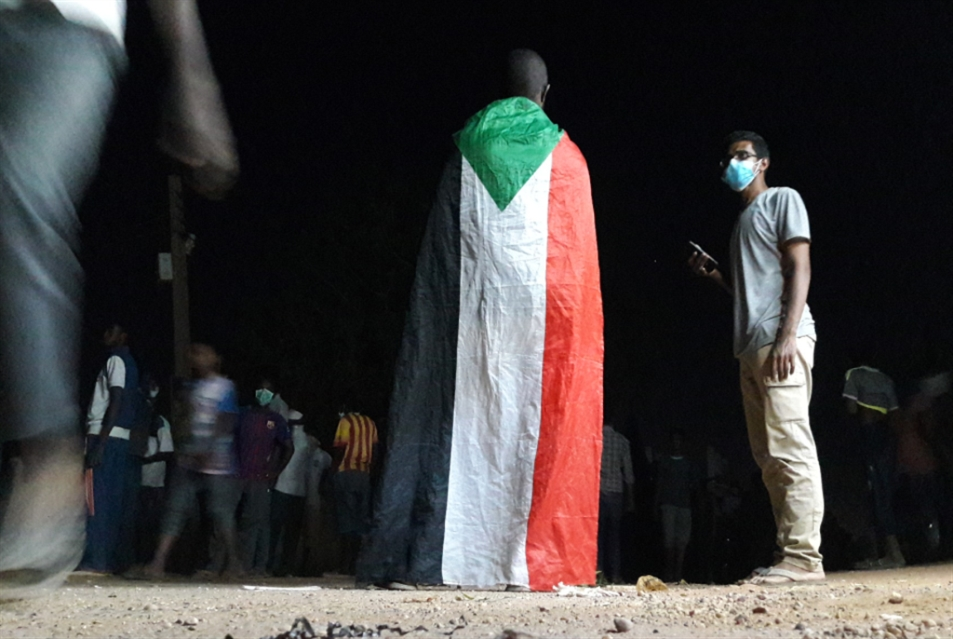 البشير يبحث عن دعم لاحتواء الأزمة: أول الغيث قطر؟