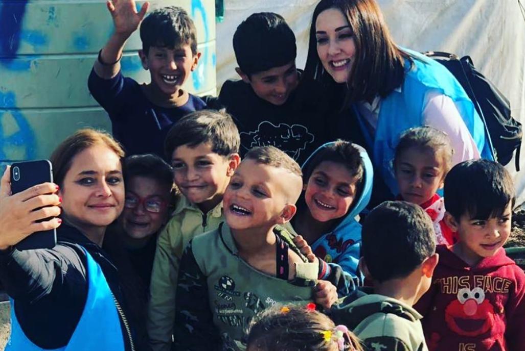 نيللي كريم تزور اللاجئين في البقاع