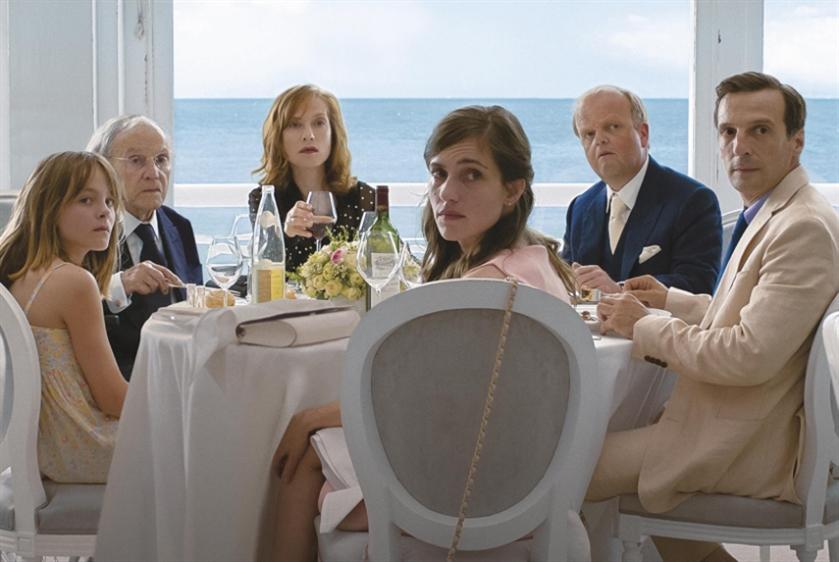 بيروت تجدّد موعدها مع «السينما الأوروبيّة»: كوميديا وأدباء... وسترات صفر!
